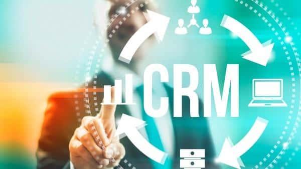 Sử dụng phần mềm CRM kết hợp với SMART để cải thiện hiệu quả làm việc