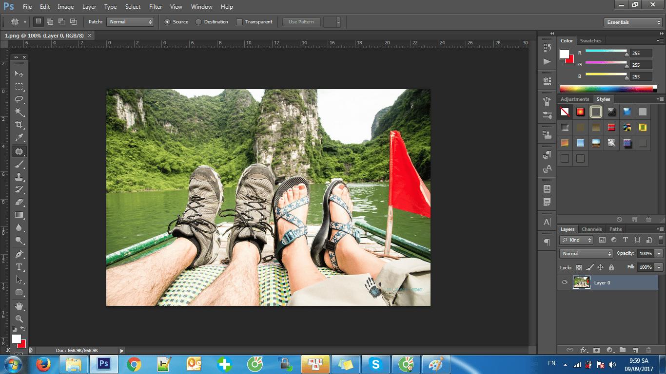 Các bạn hãy chọn file > tiếp đến các bạn chọn Open hay tổ hợp phím là Ctr + O để thêm ảnh muốn xóa nền.