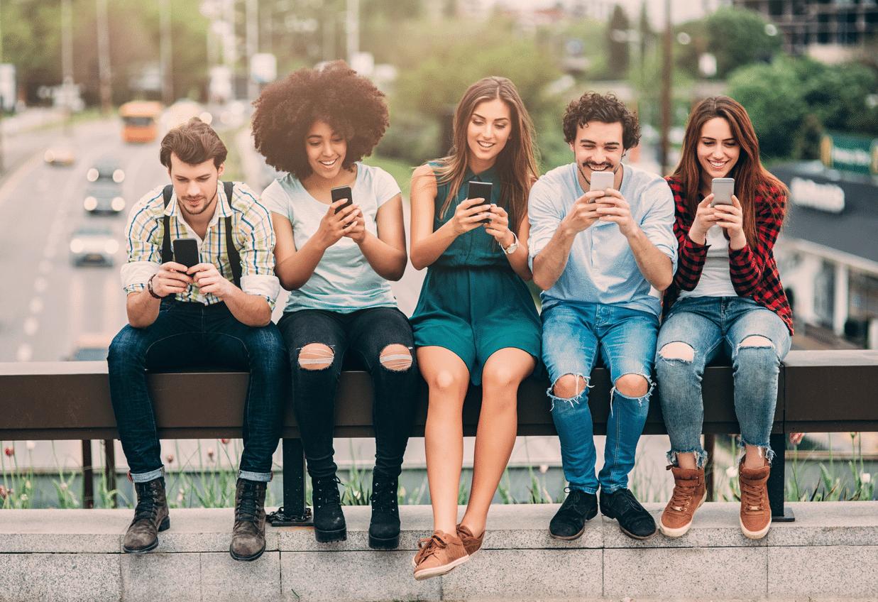 Millennial Generationđược biết đến là người thế hệ Y những người sinh thuộc độ tuổi 18 – 34. Đây chính là thế hệ trước tiên lớn lên kết hợp với sự